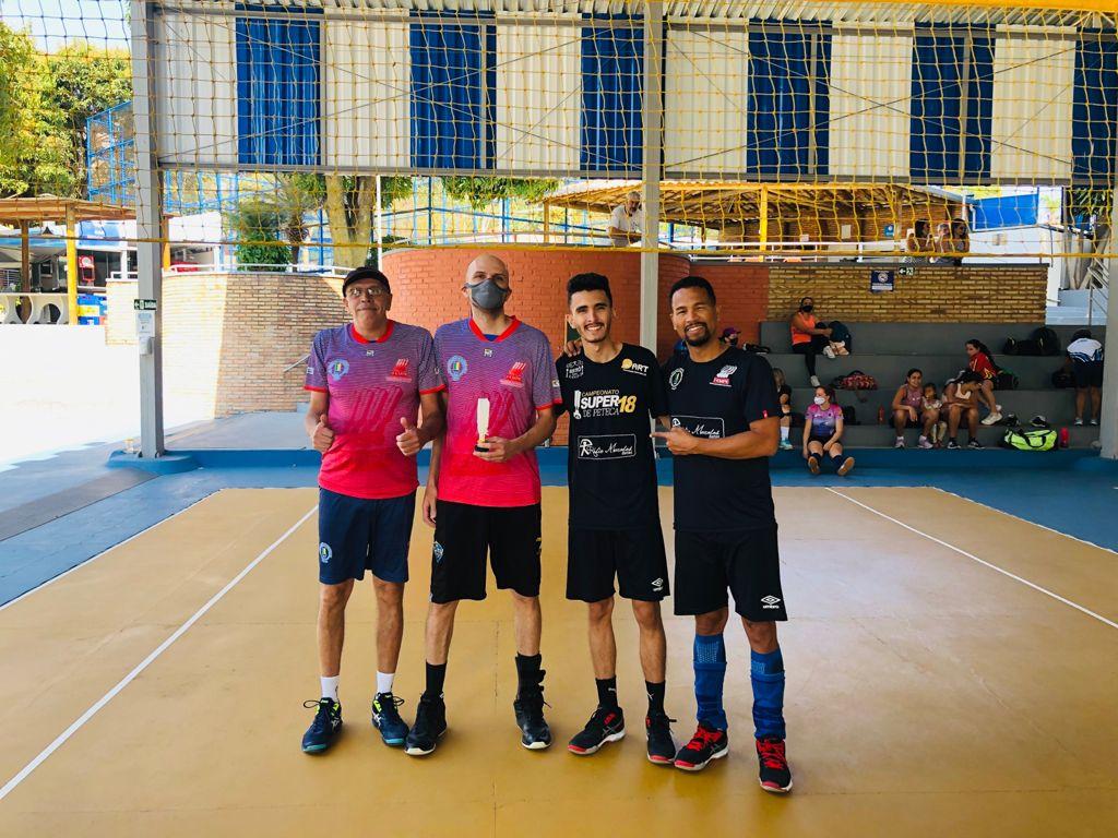 Dupla campeã Washington Torres e Vitor Torres e dupla vice-campeã Wesley Nascimento e Gabriel Marques