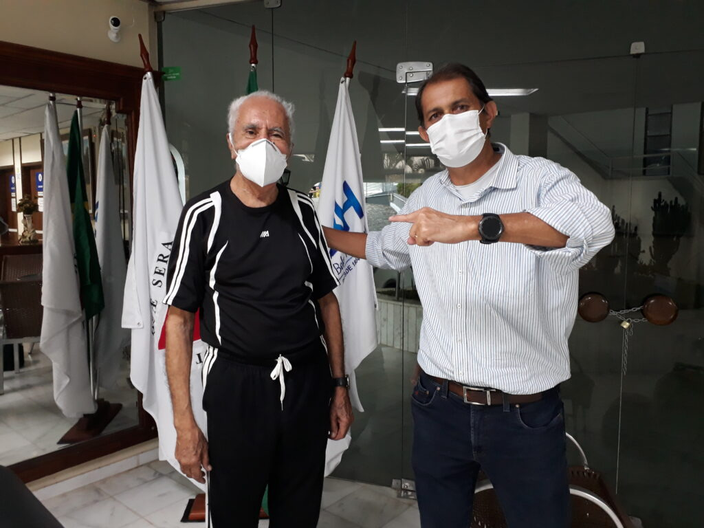 Euzebio de Souza, o Gigante, e o Presidente do CBH, Almir Caixeta