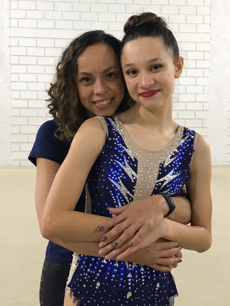 Daniela Oliveira, professora e técnica da ginástica rítmica do CBH e Letícia Carvalhaes
