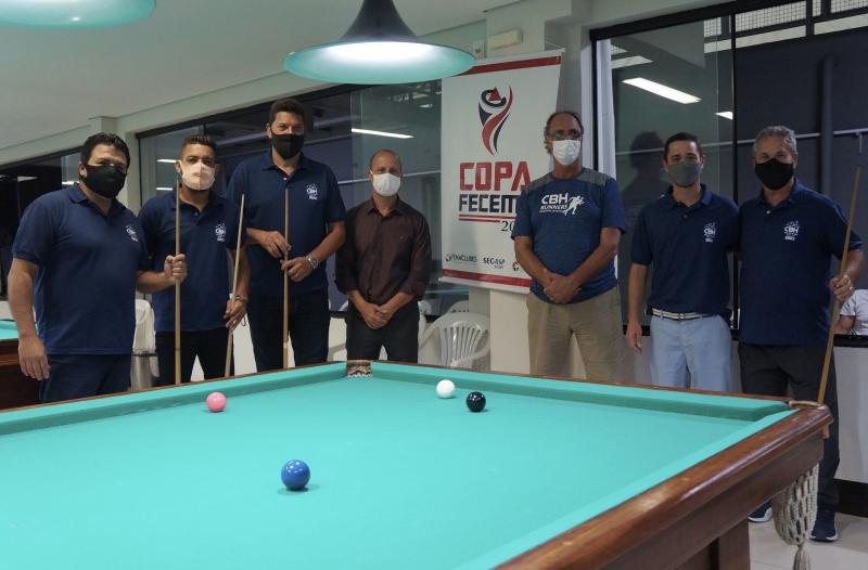 Sinuqueiros do CBH junto ao Diretor de Esportes do CBH, Rui César e o Diretor de Esportes da FECEMG, Mateus Brandão